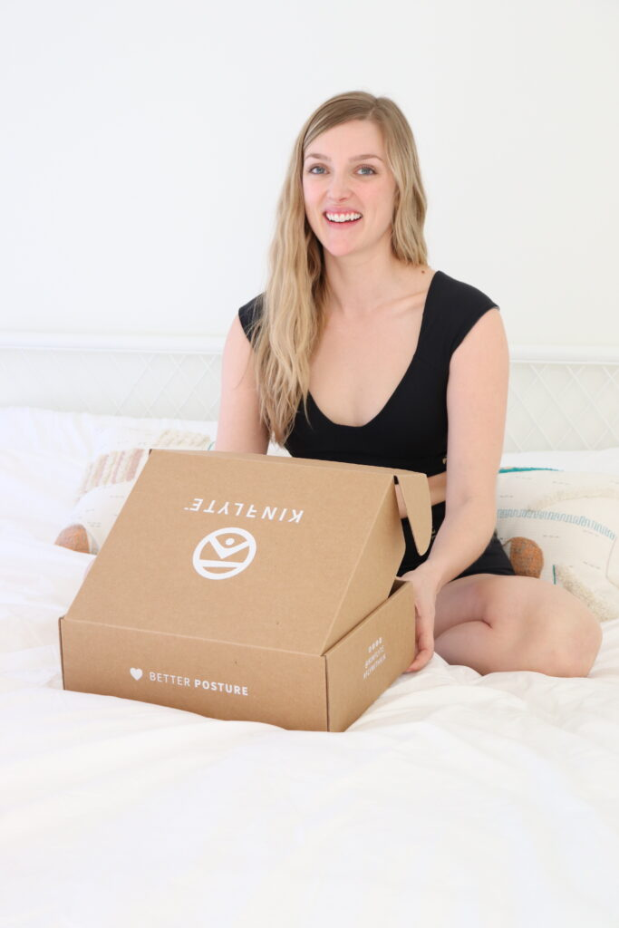 Kinflyte_Unboxing_Kendra at home